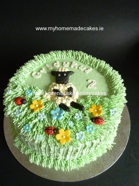 Shaun sheep cake