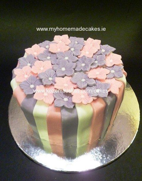 Pink/violet flowers