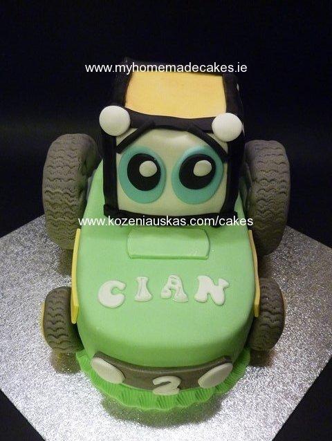 John Deere green tractor cake